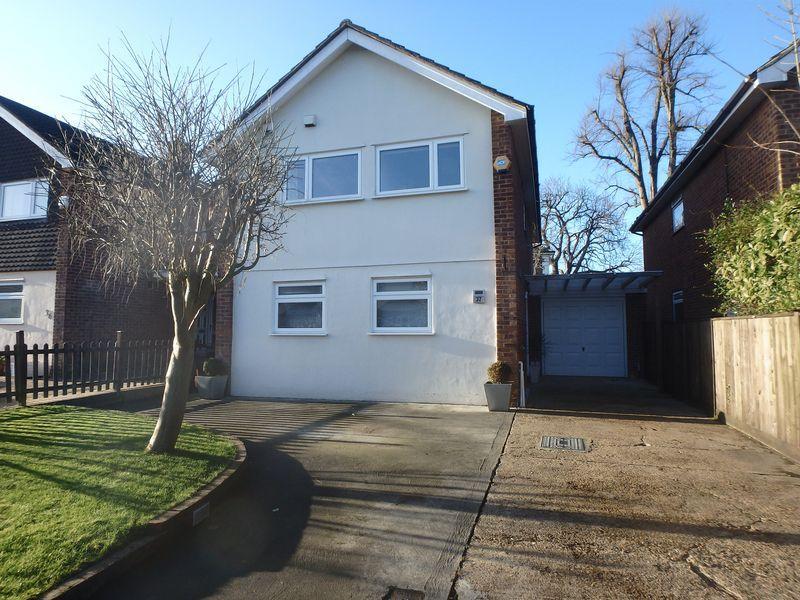4 Bedrooms Detached House for sale in Langton Avenue, Epsom