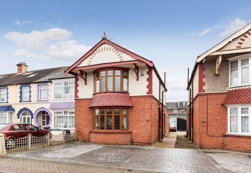 3 Bedrooms End Of Terrace House for sale in Chatsworth Avenue, Cosham
