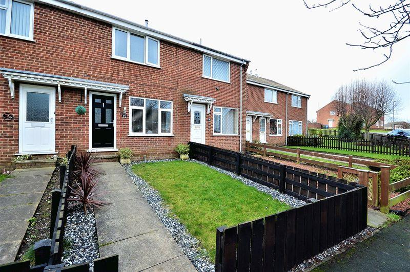 2 Bedrooms Terraced House for sale in Queens Drive, Whitby