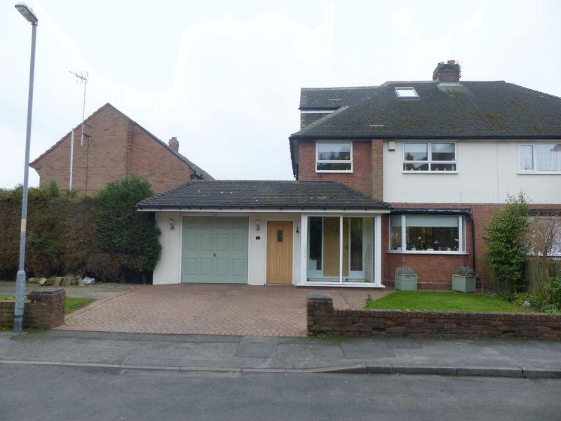 4 Bedrooms Semi Detached House for sale in Sutherland Close, Great Barr