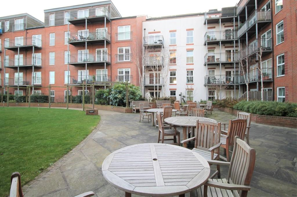 2 Bedrooms Apartment Flat for sale in Welland Place, Market Haborough