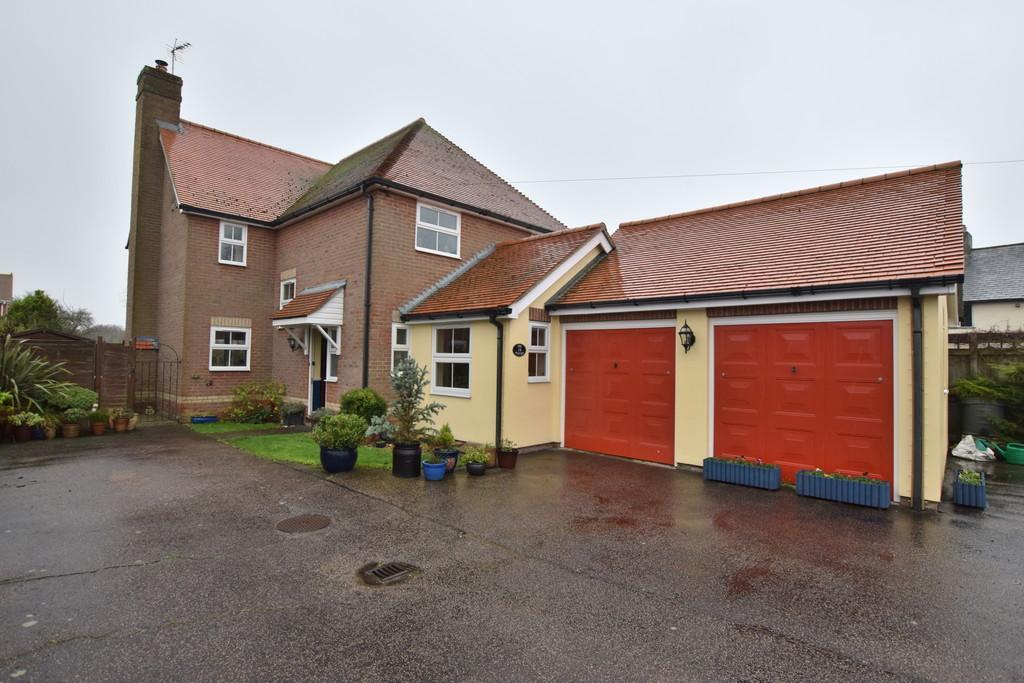 4 Bedrooms Detached House for sale in Fingringhoe Road, Langenhoe, CO5 7LB