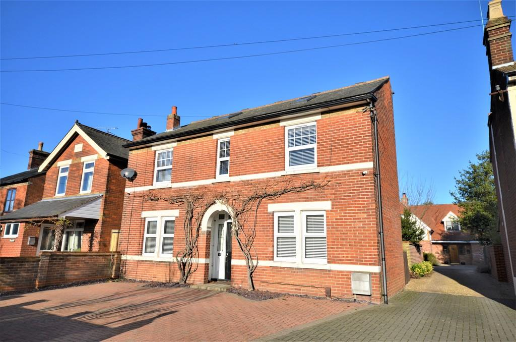 4 Bedrooms Detached House for sale in London Road, Stanway, CO3 0HA