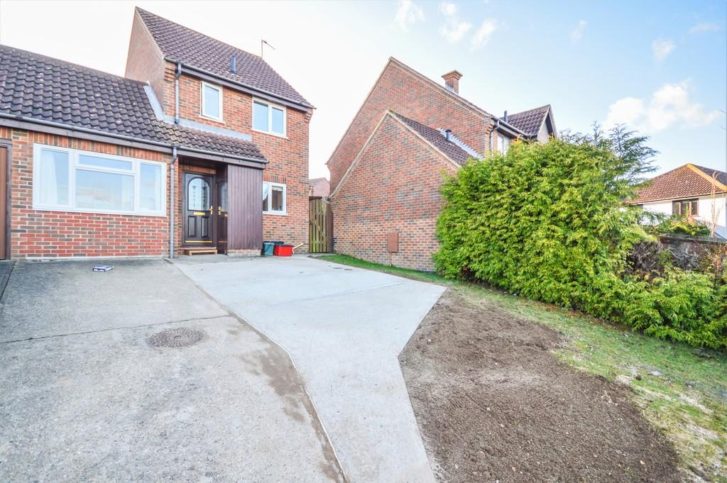 3 Bedrooms End Of Terrace House for sale in Gainsborough Drive, Lawford, Manningtree