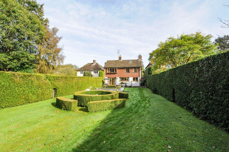5 Bedrooms Detached House for sale in Mannings Heath