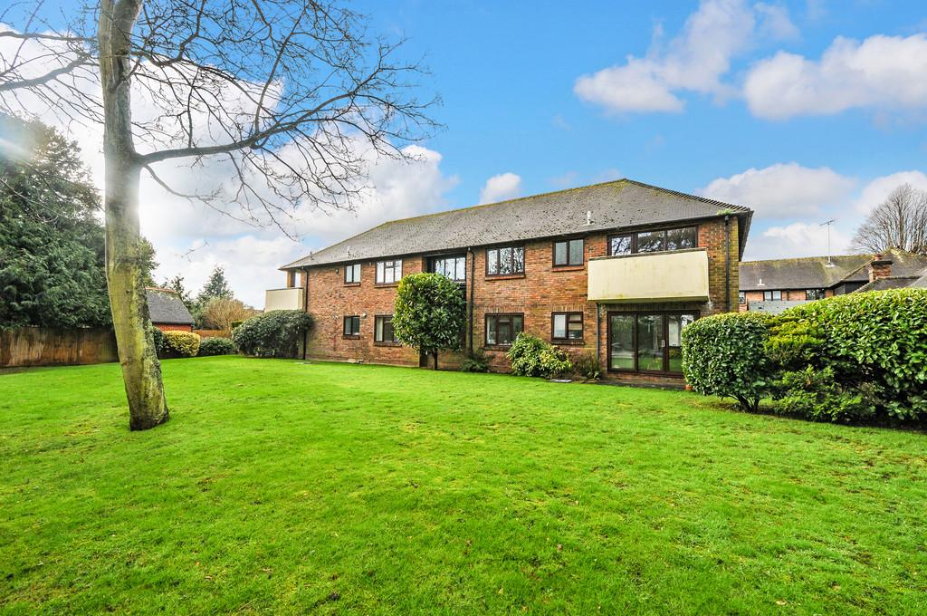2 Bedrooms Apartment Flat for sale in Plainwood Close, Chichester