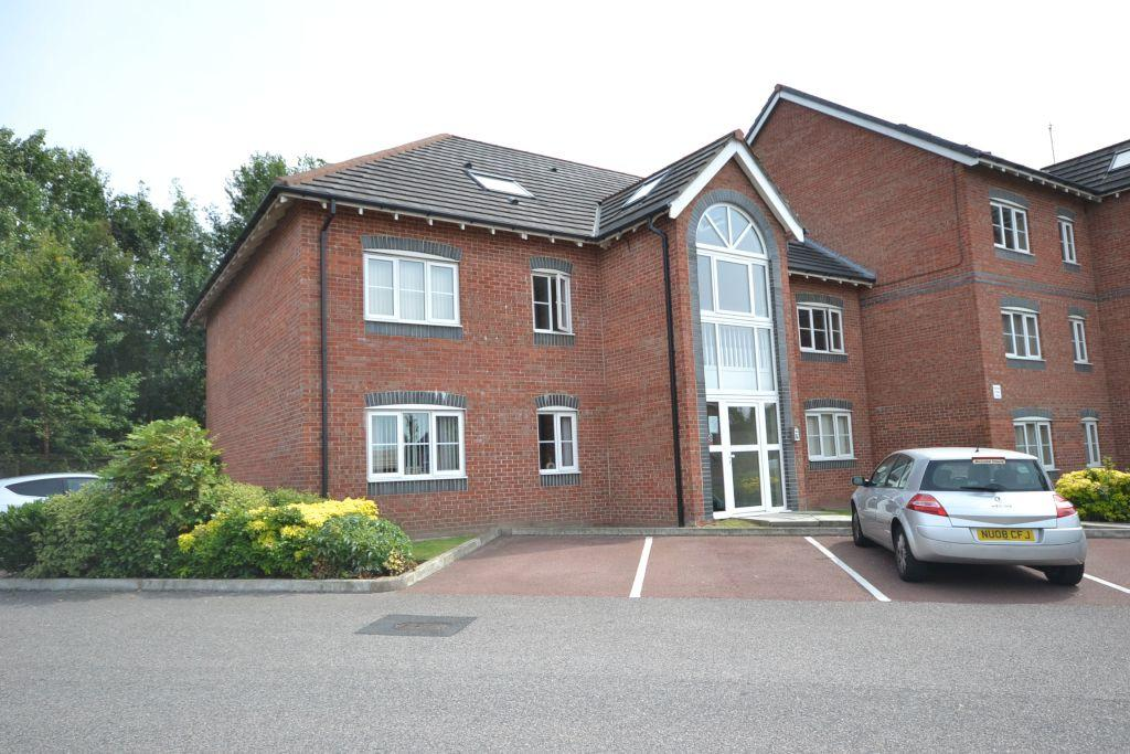 2 Bedrooms Penthouse Flat for sale in Delph Hollow Way, St Helens