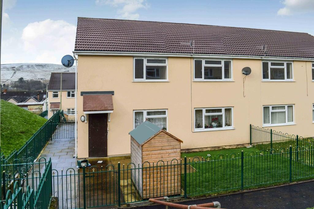 2 Bedrooms Flat for rent in Rowan Place, Rhymney