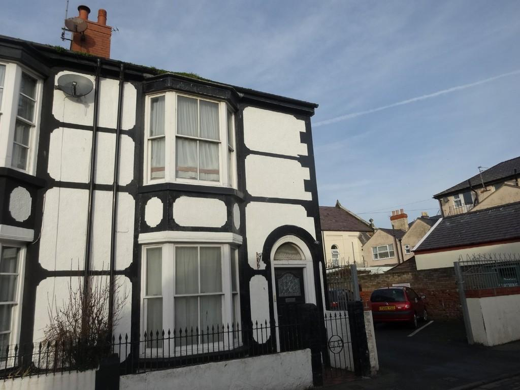 2 Bedrooms End Of Terrace House for sale in Bedford Street, Rhyl