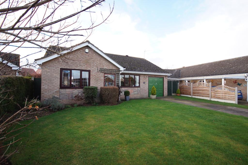 3 Bedrooms Detached Bungalow for sale in Hebden Moor Way, North Hykeham, Lincoln