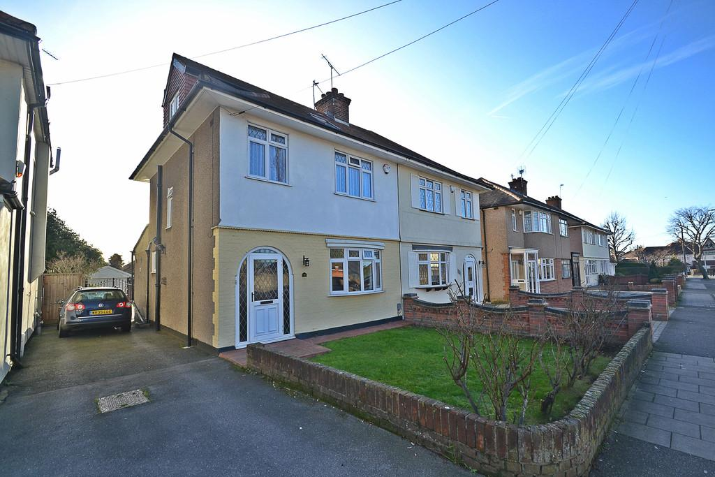 4 Bedrooms Semi Detached House for sale in Highfield Road, Collier Row