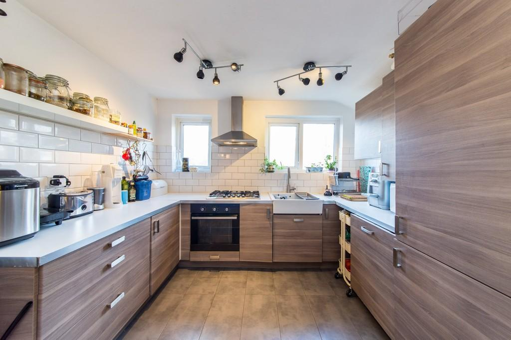 2 Bedrooms Maisonette Flat for sale in Fairholt Road