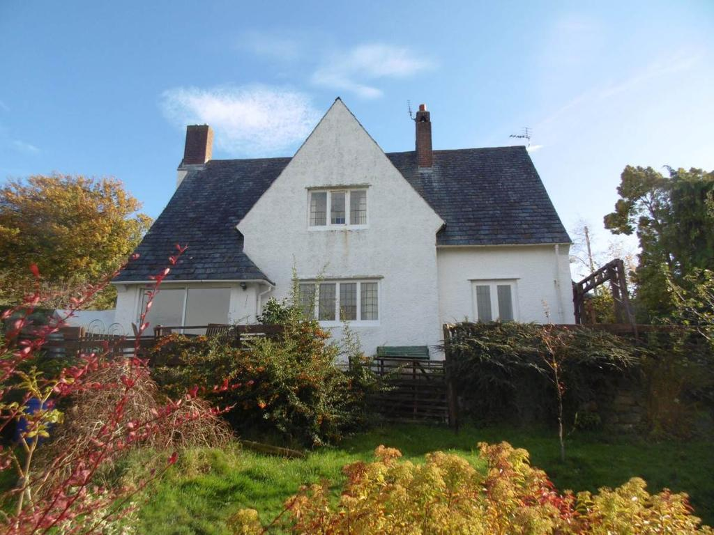 3 Bedrooms Detached House for sale in Grey Gables, Llanfairfechan, LL33 0AG