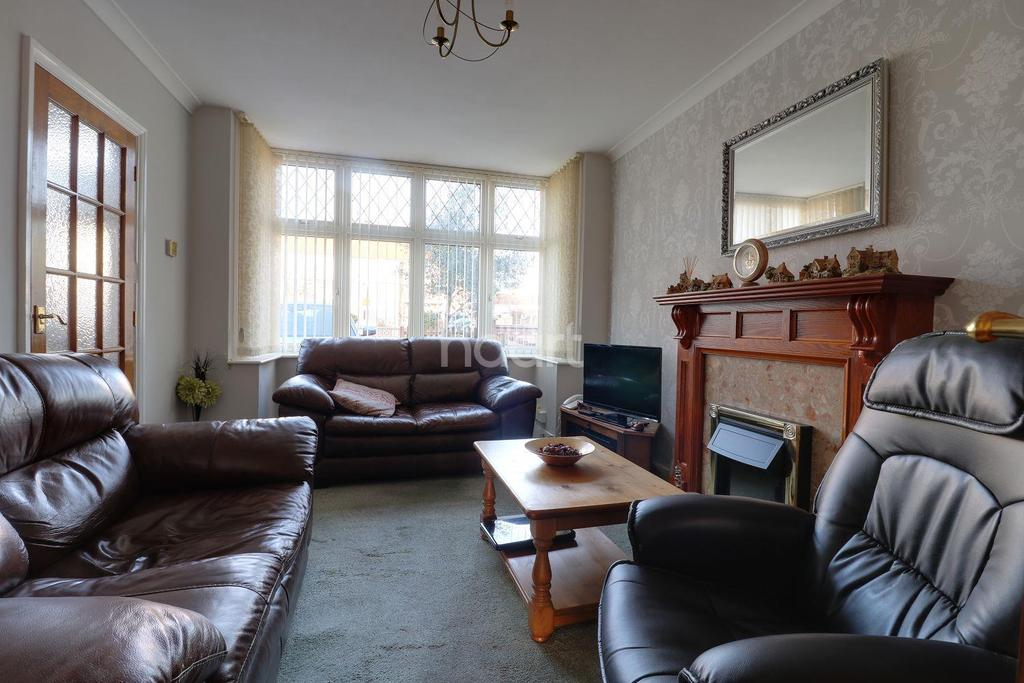 3 Bedrooms Terraced House for sale in Wendover Drive, Bedford