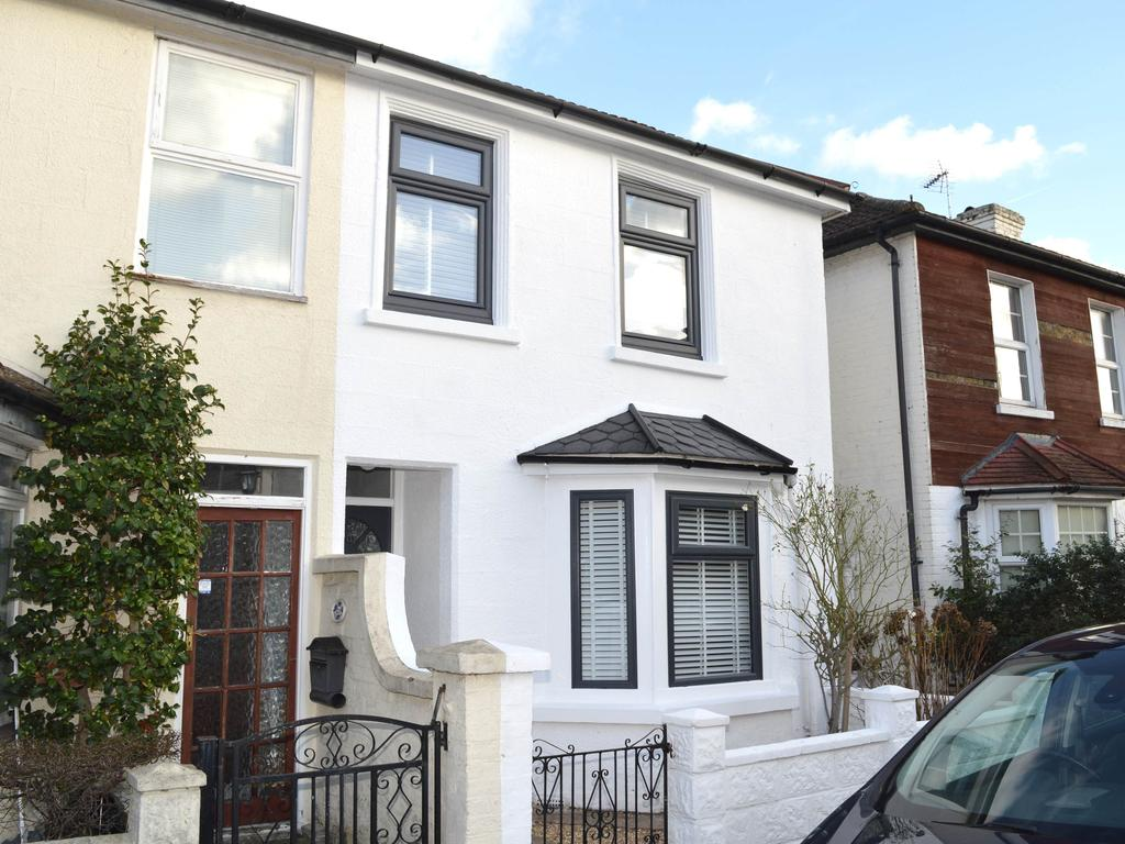 2 Bedrooms Terraced House for sale in Thames Street, Walton on Thames KT13