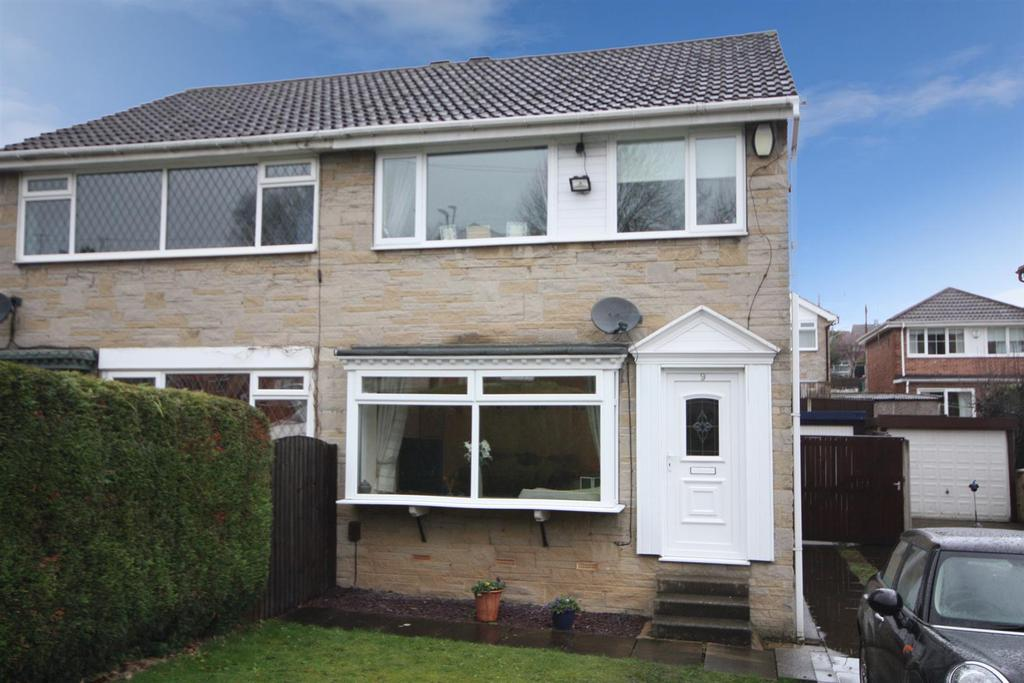 3 Bedrooms Semi Detached House for sale in Bagley Lane, Farsley