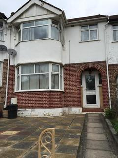 3 bedroom terraced house to rent - Milton Grove, Arnos Grove, London, N11