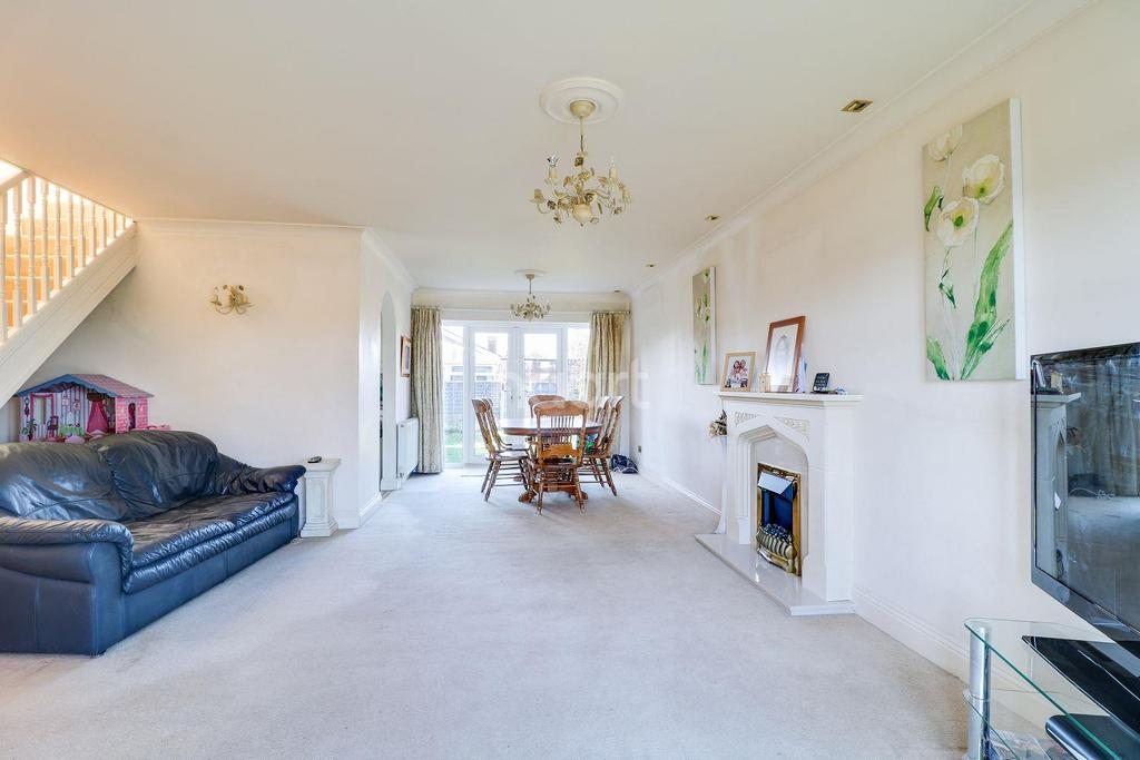 3 Bedrooms Detached House for sale in Mitchells Avenue, Canvey Island