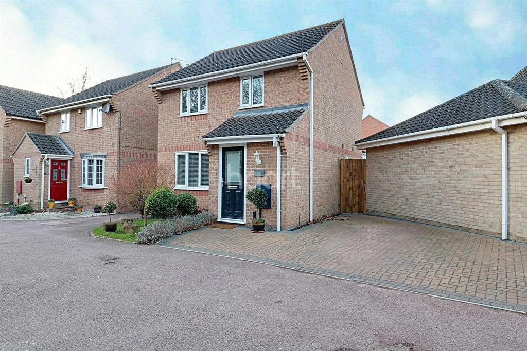 3 Bedrooms Detached House for sale in Friday Wood Green Colchester