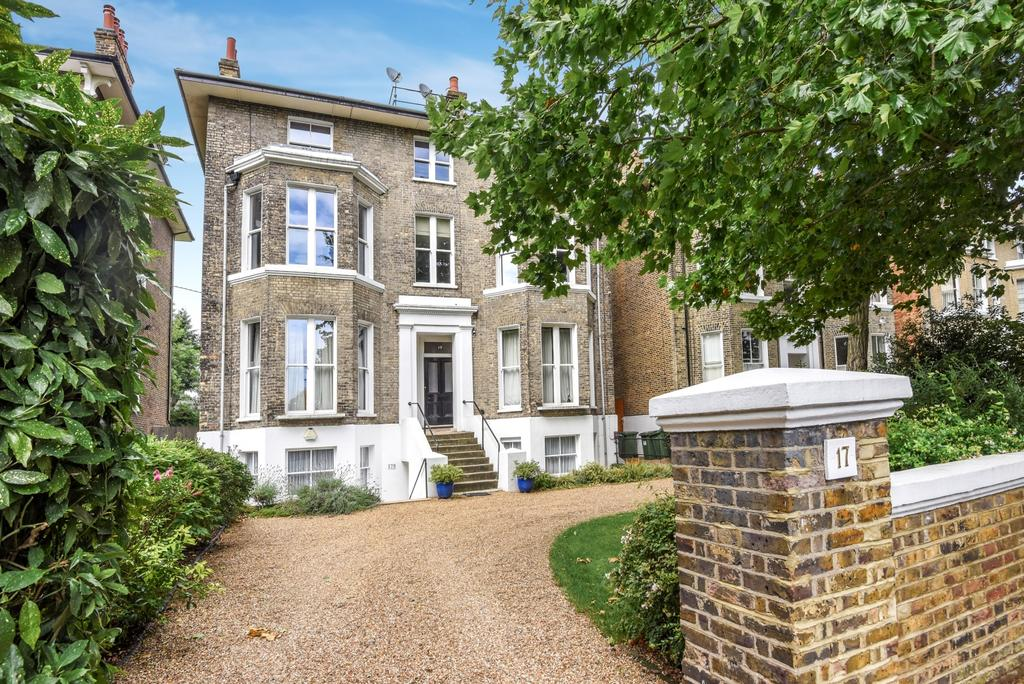 3 Bedrooms Flat for sale in St. Johns Park, London, SE3