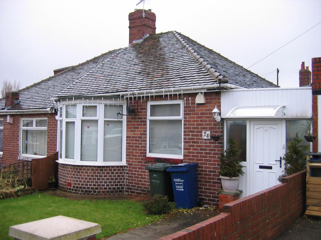 2 Bedrooms Semi Detached Bungalow for sale in Denhill Park, Newcastle upon Tyne NE15