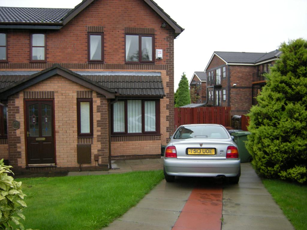 2 Bedrooms Semi Detached House for rent in Putney Close, Oldham OL1