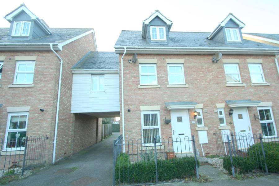 3 Bedrooms Semi Detached House for rent in Warley Close Braintree