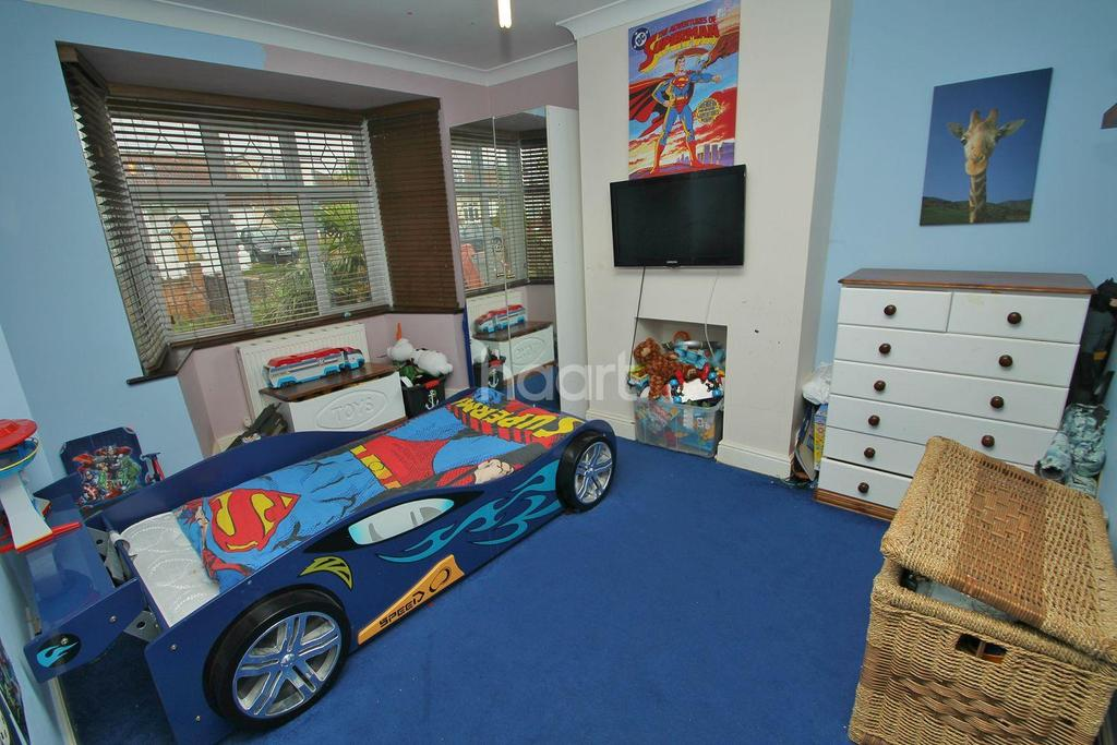 3 Bedrooms Bungalow for sale in Thornford Gardens, Southend-on-sea