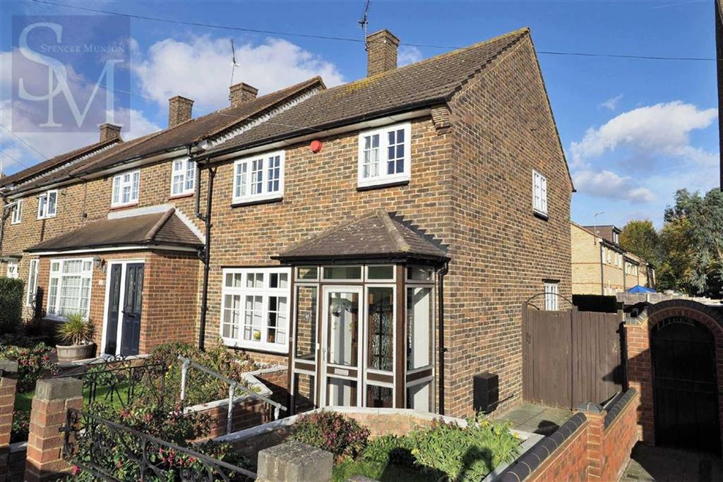 3 Bedrooms Semi Detached House for sale in Jessel Drive, Loughton, Essex
