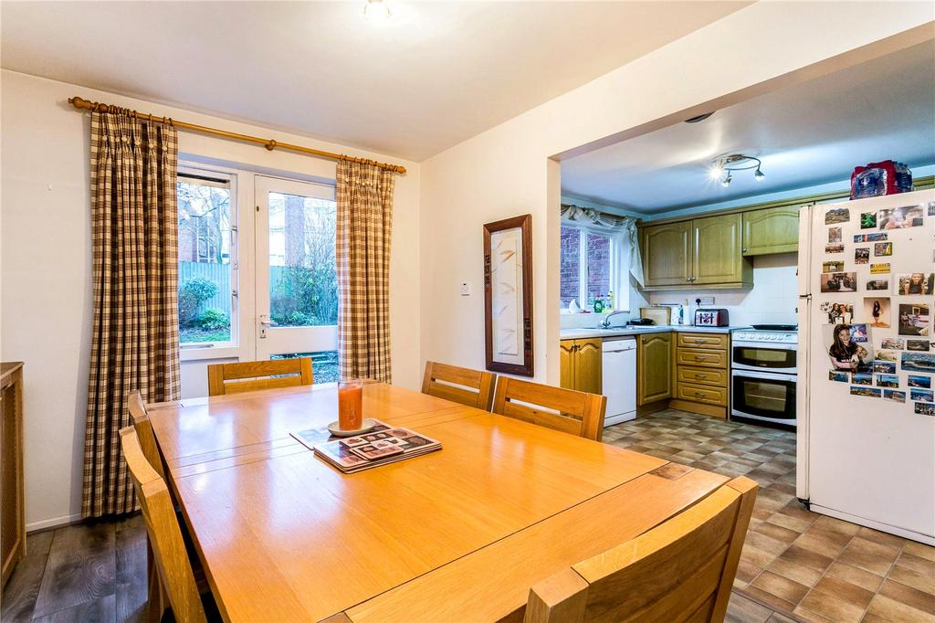 3 Bedrooms Terraced House for sale in Myrtleside Close, Northwood, Middlesex, HA6