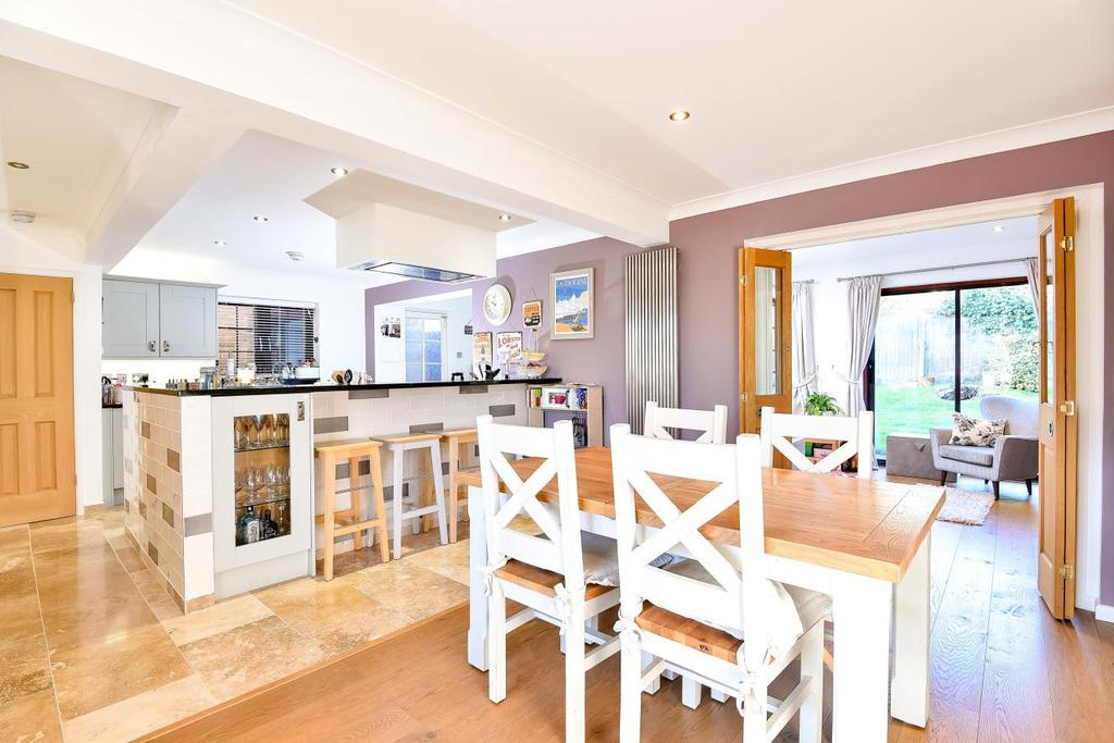 4 Bedrooms Detached House for sale in Crothall Close, Palmers Green