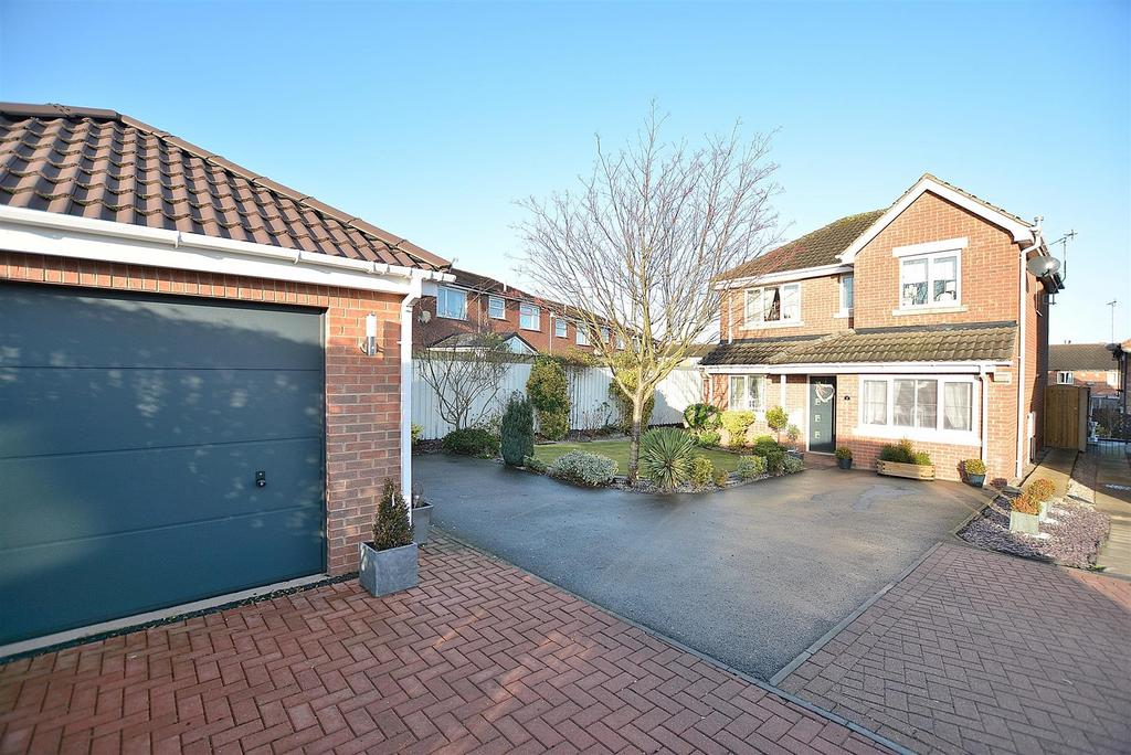 4 Bedrooms Detached House for sale in Crow Hill Lane, Mansfield Woodhouse
