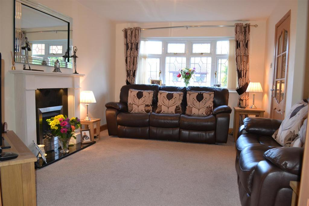 3 Bedrooms House for sale in Stone Pine Close, Hednesford, Cannock