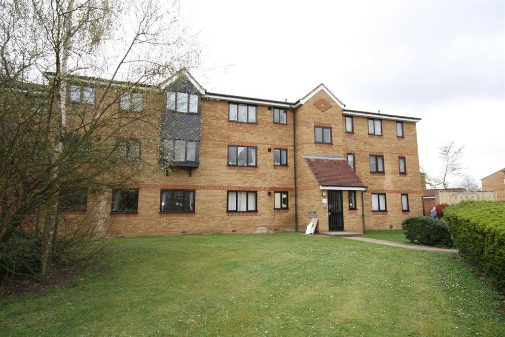 2 Bedrooms Apartment Flat for sale in Redford Close, Feltham