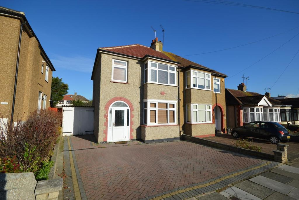 3 Bedrooms Semi Detached House for sale in Vaughan Avenue, Hornchurch, Essex, RM12