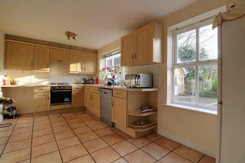 4 bedroom detached house for sale - Holywell Close, Orpington