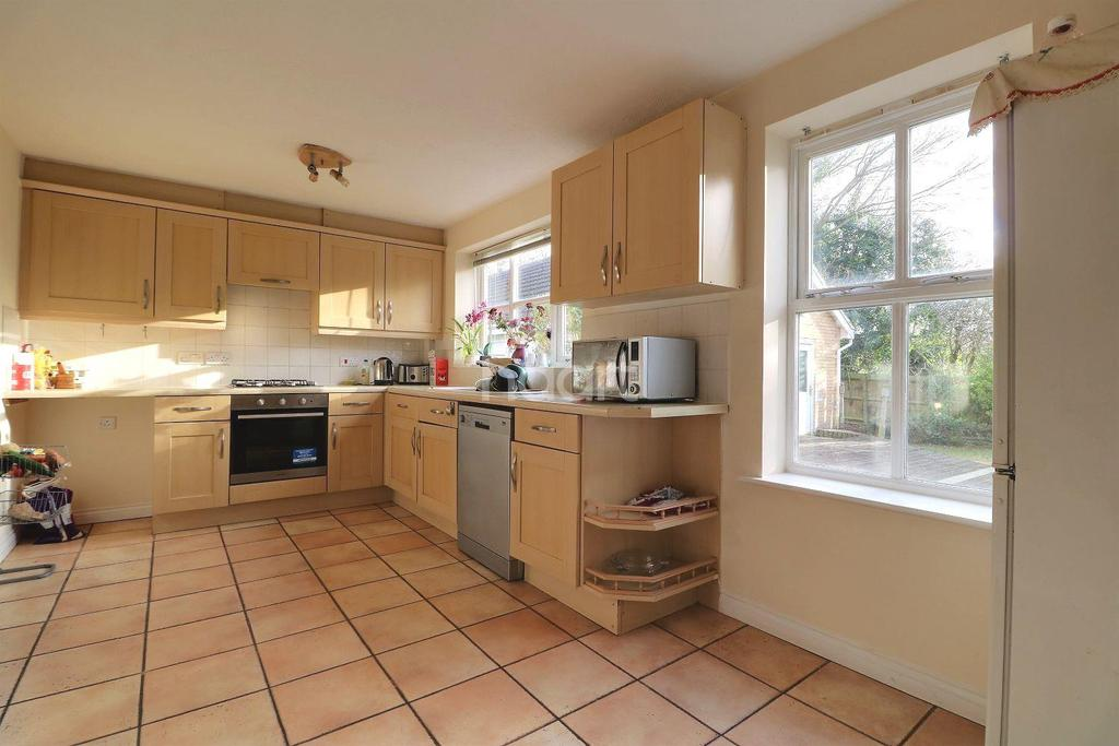 4 Bedrooms Detached House for sale in Holywell Close, Orpington