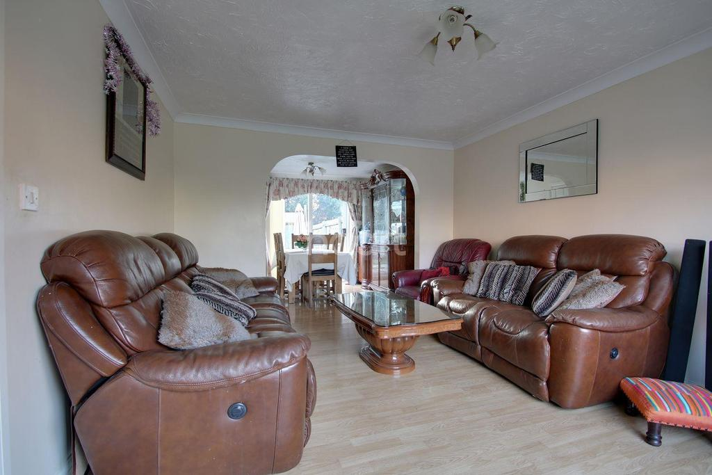 4 Bedrooms Detached House for sale in Northampton