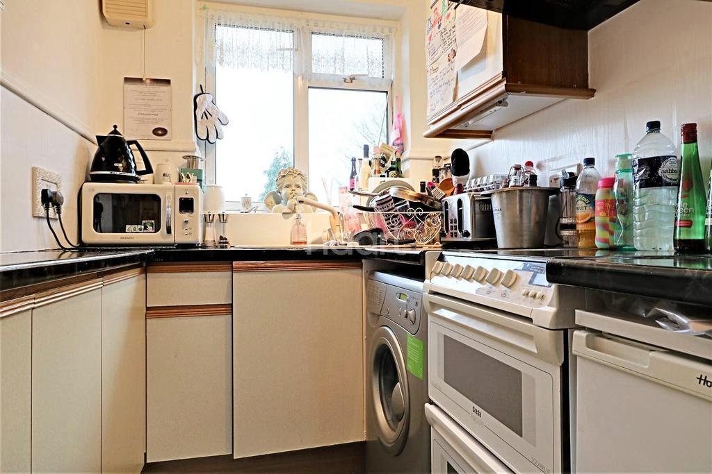 2 Bedrooms Maisonette Flat for sale in Oakdene Road, Orpington