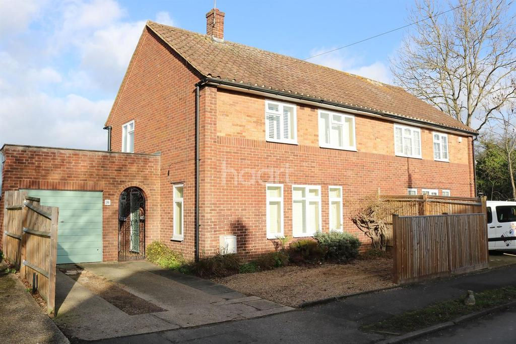 3 Bedrooms Semi Detached House for sale in Close to the train station