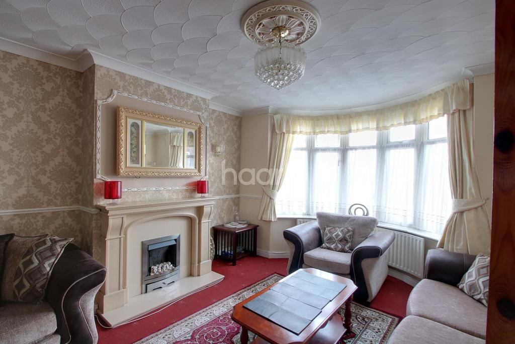 3 Bedrooms Semi Detached House for sale in Huge Family Home In Popular Area
