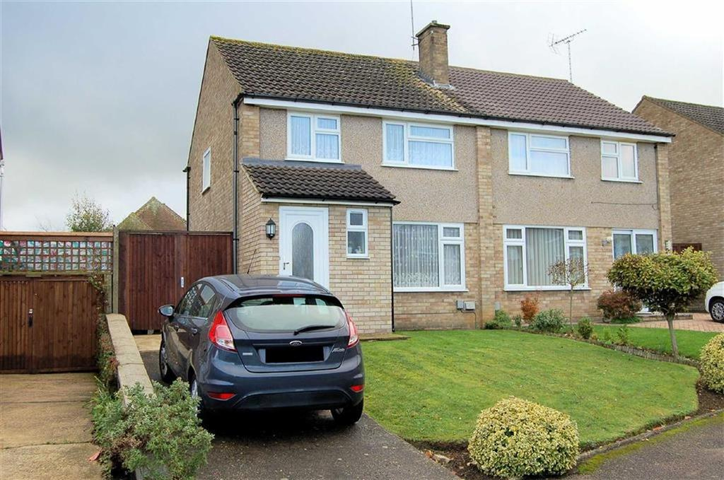 3 Bedrooms Semi Detached House for sale in Westwood Avenue, Hitchin, Hertfordshire