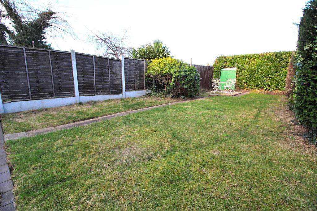 3 Bedrooms Terraced House for sale in Rutland Road, Chelmsford, Essex, CM1