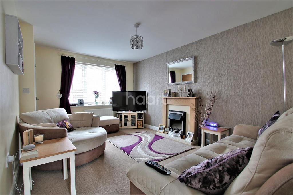 2 Bedrooms Semi Detached House for sale in Cross Road