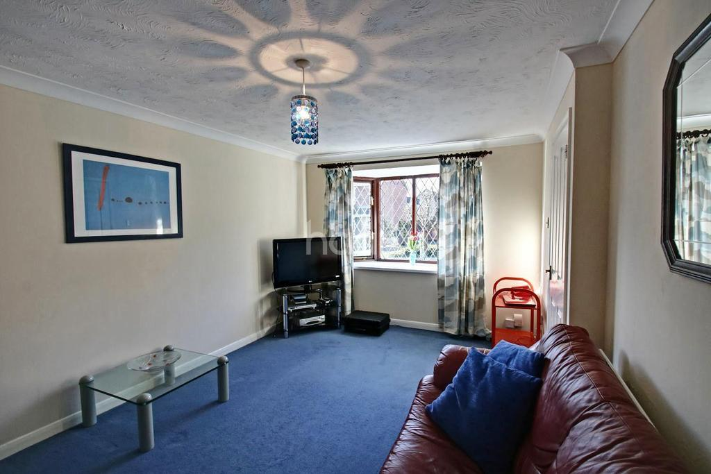 3 Bedrooms Semi Detached House for sale in Abbey Drive, Abbots Langley