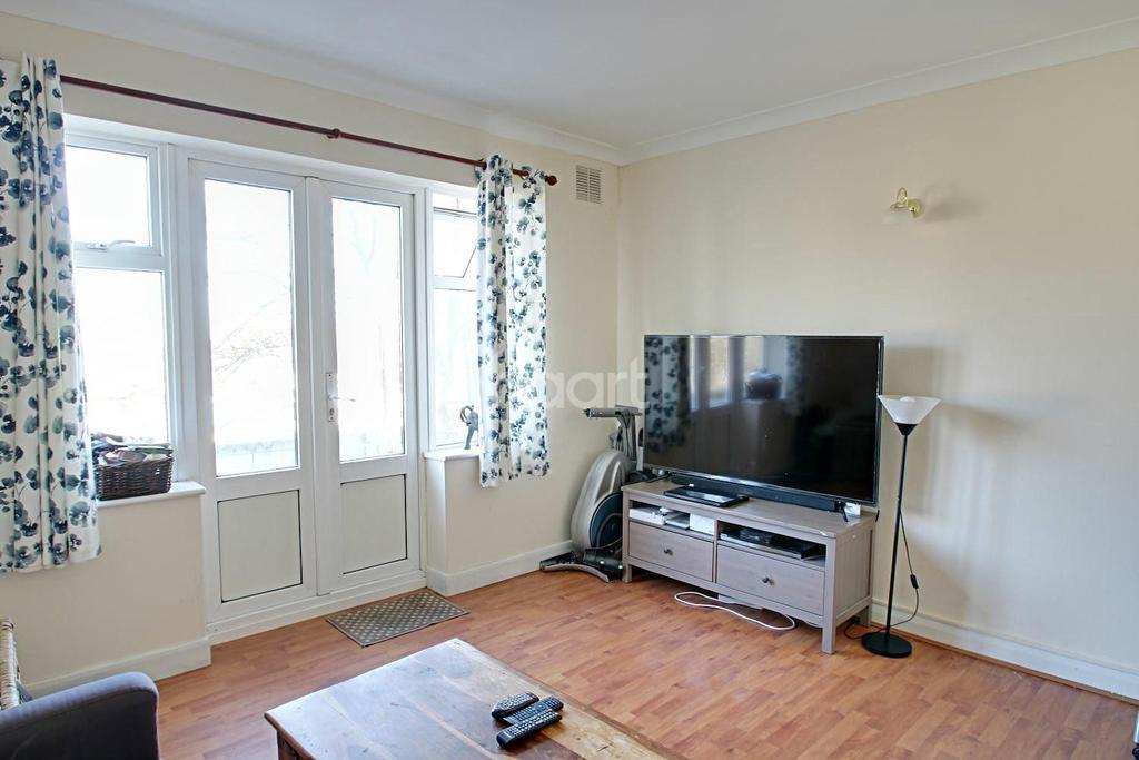 2 Bedrooms Flat for sale in Weihurst Court, Sutton, Surrey
