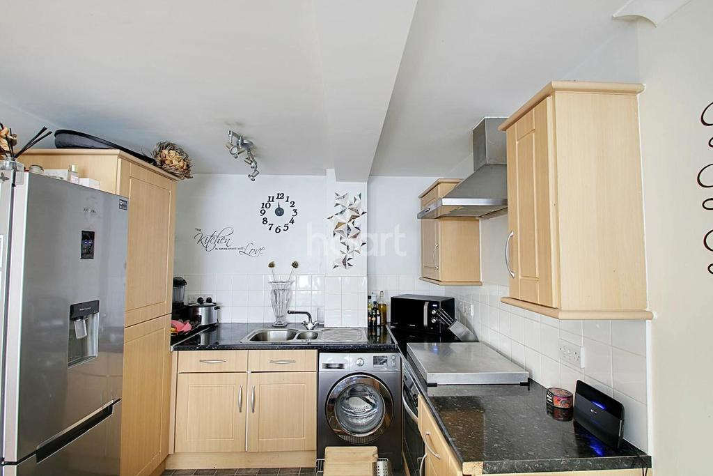 2 Bedrooms Maisonette Flat for sale in St Peters Street, South Croydon, CR2