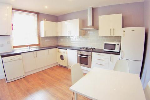 4 bedroom terraced house to rent - Kelsall Place, Burley, Leeds, LS6
