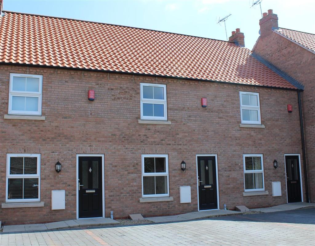 3 Bedrooms Terraced House for rent in Harold Elgey Close, Market Weighton, York