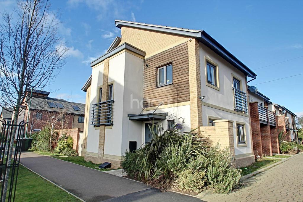 3 Bedrooms End Of Terrace House for sale in Hawksbill Way, Peterborough, PE2